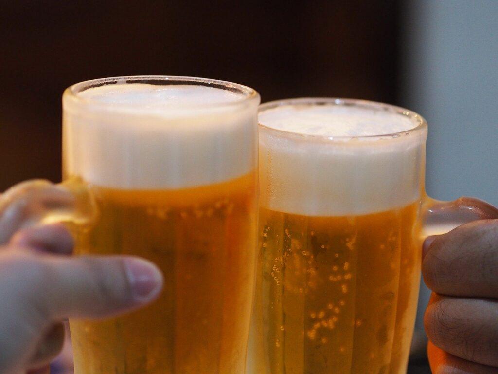 comprar jarras de cerveza para cumpleaños
